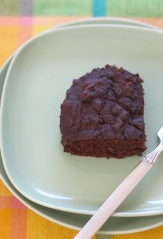 Chocolate Snack Cake This low sugar, gluten-free and dairy-free cake makes an easy dessert or a healthy afternoon snack. Sin Gluten, Gluten Free, Easy Chocolate Desserts, Easy Desserts, Chocolate Cake, Healthy Afternoon Snacks, Healthy Snacks, Healthy Recipes, Low Sugar Cakes