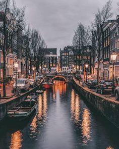 imagen descubierto por Lucian. Descubre (¡y guarda!) tus propias imágenes y videos en We Heart It Visit Amsterdam, Amsterdam Travel, Amsterdam Art, City Aesthetic, Travel Aesthetic, Nature Photography, Travel Photography, Beautiful Places To Travel, Belle Photo