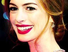 Celebrity #smile - Anne Hathaway