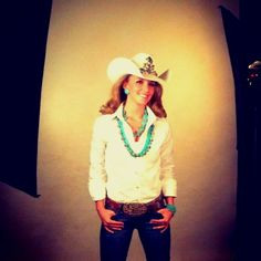 Miss Rodeo Colorado Sarah Wiens. Picture Ideas, Photo Ideas, Cowgirl Photography, Rodeo Queen, Queen Pictures, Queen Fashion, Southern Girls, Country Outfits, Lei