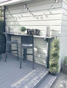 Aunt S! Fr @ loves this📌🌟A bar is perfect for a small meal .- 🌟Tante S! Fr @ loves this📌🌟Eine Bar ist ideal für eine kleine Mahlzeit… Aunt S! Fr @ loves this📌🌟A bar is perfect … - Backyard Bar, Backyard Landscaping, Back Patio, Small Patio, Small Garden Design, Small Garden Bar Ideas, Small Garden Veranda, Small Garden Table, Diy Garden Bar