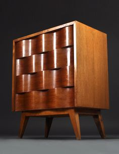 Chest, hand-made by carpenters 1950/60-tal. Mahognyfanerad agency with undulating drawer fronts