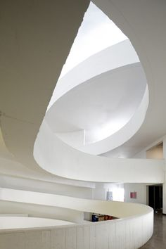 Image 11 of 32 from gallery of Santo Tomas Professional Institute - First Stage / Browne Swett Arquitectos. Photograph by Nico Saieh Space Architecture, Sustainable Architecture, Amazing Architecture, Contemporary Architecture, Interior And Exterior, Interior Design, Amazing Buildings, Furniture Inspiration, Luxury Furniture