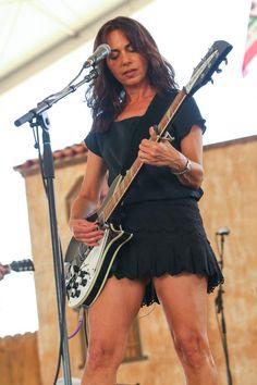 Picture of Susanna Hoffs Female Guitarist, Female Singers, Rockabilly Guitar, Susanna Hoffs, Cj Jeep, Women Of Rock, Guitar Girl, Rock Artists, Women In Music