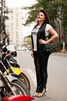 181a112de7 Looks - Rita Heroína · A combinação da calça de couro com o colete de  alfaiataria é uma composição que adoro