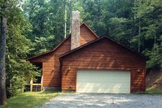 Eagles Nest - This beautiful 3 bedroom cabin is the perfect place to stay during your Smoky Mountain vacation! Click the pin to see more!