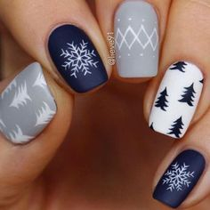 pose vernis à ongles 25 Gorgeous Holiday Nails Christmas nails for t Cute Christmas Nails, Christmas Nail Art Designs, Xmas Nails, Winter Nail Designs, Winter Christmas, Christmas Time, Christmas Manicure, Holiday Nail Art, Winter Nail Art