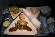 Airline catering * the world's largest website about airline catering, inflight meals and special meals Domestic Airlines, Best Airlines, What You Eat, Grubs, Airports, Airplane, Catering, Chips, Meals