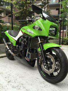 Ninja Gpz in original race color of Kawasaki                              …