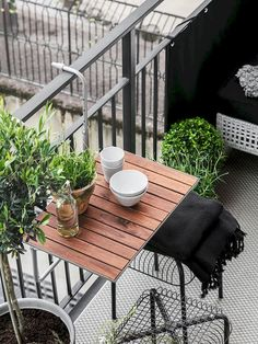 25 Chic Way To Decorate A Small Balcony - Raumkunst - Balcony Furniture Design Small Balcony Furniture, Small Patio Spaces, Small Balcony Design, Small Balcony Decor, Outdoor Furniture Sets, Cheap Furniture, Balcony Bar, Tiny Balcony, Outdoor Balcony