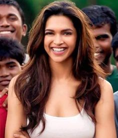 These Pictures of Deepika padukone will make you fan of her Prettiest Actresses, Beautiful Actresses, Deepika Padukone Hair, Vintage Bollywood, Bollywood Style, Red Brown Hair, Red Hair Color, Bollywood Celebrities, Hair Highlights