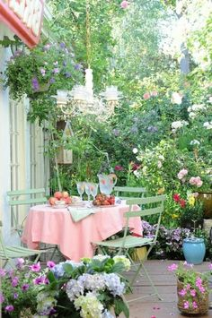 35 Best Seating Area in the Small Garden Decoration - garden landscaping Shabby Chic Porch, Shabby Chic Garden, Garden Cottage, Small Gardens, Outdoor Gardens, Garden Seating, Patio Dining, Garden Spaces, Outdoor Rooms