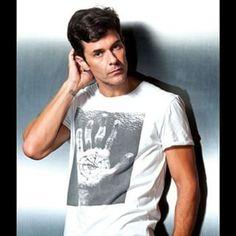 Mariano Martinez (@marianom78) para revista Luz online  #MarianoMartinez #RevistaLuz #EsperanzaMia Mariano Martinez, Celebs, Actors, Photo And Video, Boys, Mens Tops, Instagram, Gaston, Tv