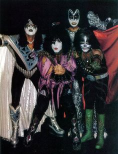 1980's popular group, KISS