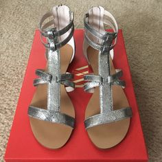 Leather Flat Sandals Silver Cracked - Size 6 Wythe NY Leather Flat Sandals Silver Cracked Size 6 Wythe NY Shoes Sandals