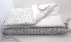Tour de lit bébé motif petites moustaches, blanc neige. : Linge de lit enfants par les-lubies-de-mireille