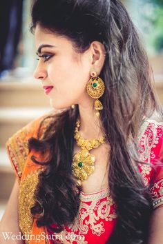Indian bride wearing bridal lehenga and jewelry. Indian Bridal Hairstyle. Indian…