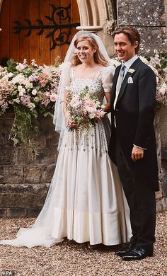 Royal Wedding Gowns, Wedding Dresses Photos, Princess Wedding Dresses, Royal Weddings, Famous Wedding Dresses, Wedding Pictures, Norman Hartnell, Windsor, Princess Beatrice Wedding