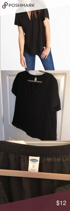 EUC Old Navy Split Neck Blouse Size XL Thank you for checking out my listing on this Old Navy Split Neck Blouse Size XL  - Black  - Lightweight and soft  - Excellent condition- no stains, tears, smoke free home - Worn & Washed only once   Reasonable offers welcome! Bundle & Save! Old Navy Tops Blouses