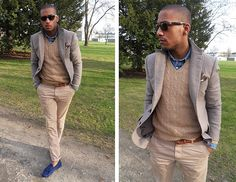 Love the tonal look with a pop of chambray. Sharp Dressed Man, Well Dressed Men, Casual Outfits, Fashion Outfits, Casual Suit, Casual Clothes, Casual Pants, Fashion Tips, Fashion Brand