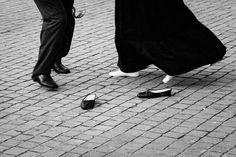 #fridayfeeling #dance #tradicion #porto #portugal #canon #bw #street #streetphotography #streetmoments #igers #igersportugal #igersporto #p3 #p3top #portolazer #portugallovers #pictureoftheday by pedrofigueiredophoto