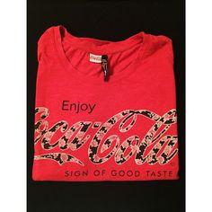 Moje Červené triko/tričko Coca Cola s květinami 🌺 od New yorker! Velikost 38 / 10 / S/M za100 Kč. Mrkni na to: http://www.vinted.cz/damske-obleceni/tricka/17313849-cervene-trikotricko-coca-cola-s-kvetinami.