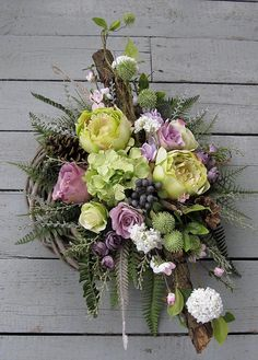 Bukiet z wiankiem Grave Flowers, Funeral Flowers, How To Wrap Flowers, How To Preserve Flowers, Funeral Flower Arrangements, Floral Arrangements, Sympathy Flowers, Arte Floral, Summer Wreath
