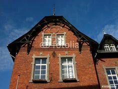 Klnkerfassade mit schönem Giebel der Nau Schul in Wißmar in der Gemeinde Wettenberg in Hessen