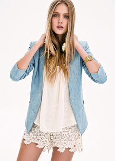 All mine! Look Inedita Argentina. Skyblue blazer and lace short