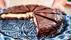 Anglosaský hit, pojmenovaný po tyčince Bounty (kokosová v čokoládovém obalu), se v Janině podání zbavuje cukru i procesu pečení, což nechá plně vyznít jak chuti zbylých přísad, tak bezstarostnému přístupu k dezertům.