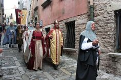 #Medieval #parade in #Erice to commemorate the coming of Frederick III in the 13th century . Erice is just 10 minutes from #Trapani. To know more have a look at #B&B Belveliero bebtrapanilveliero.it