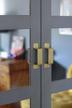 Domino does a PAX hack - IKEA Hackers Spiegels in pax deur Bersbo!