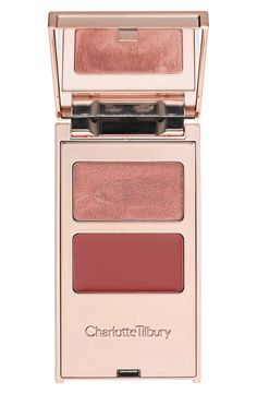 Tip for using Charlotte Tilbury's 'filmstars on the go' palette: Simply apply color to your eyes, lips and cheeks with your fingers and blend.