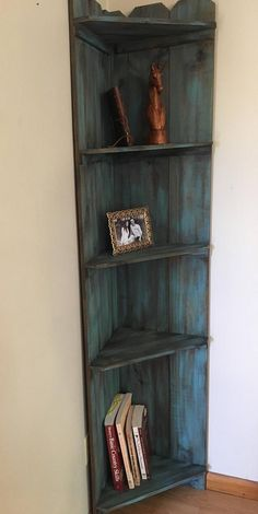 49 Amazing Corner Shelf Decorating Ideas to Beautify Your Corners - hdintex Rustic Corner Shelf, Diy Corner Shelf, Wood Corner Shelves, Corner Bookshelves, Door Shelves, Bookshelf Design, Pallet Shelves Diy, Rustic Bookshelf, Corner Furniture