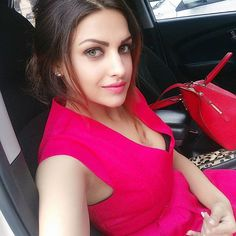 Himanshi Khurana Height Weight Age Affairs Bra Size and Much More! #WhatInIndia