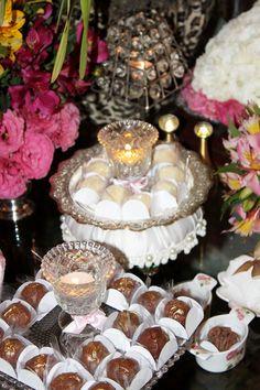 taças com doces e velas