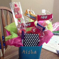 Party favors for tween slumber party. Candy kabobs and mini chocolates on a stick.(Cute idea, but can't get the link to work. Kids Birthday Themes, 13th Birthday Parties, Birthday Candy, Birthday Treats, Slumber Parties, Parties Food, Diy Crafts For Kids Easy, Fun Crafts, Doll Crafts