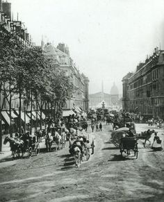 Paris - La rue Royale, vers il y a 150 ans! (photo par Ferrier et Soulier) Old Paris, Vintage Paris, Foto Vintage, Paris Rue, Paris Travel, France Travel, Belle Epoque, Old Pictures, Old Photos