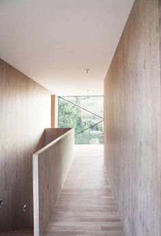 House in Riehen is a minimal home located in Basel, Switzerland, designed by Lukas Raeber Interior Minimalista, Residential Architecture, Interior Architecture, Basel, Exterior Design, Interior And Exterior, Scandinavian Architecture, Interior Stairs, Architect House
