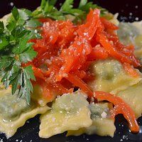 Ravioli con ortiche e ricotta Ricotta, Filled Pasta, Thai Red Curry, Meat, Chicken, Cooking, Ethnic Recipes, Bella, Food