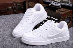 Cách chọn mua giày thể thao đẹp dành cho nam - Giày cặp đôi Summer Sneakers, New Sneakers, Sneakers Fashion, Sneakers Nike, Sneakers Street Style, Curvy Outfits, Bellisima, Hoodie, Womens Fashion