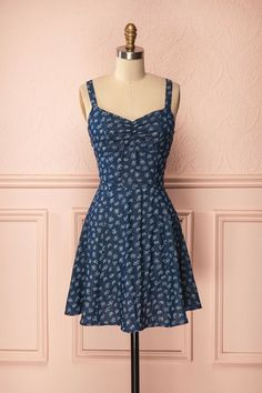 Elanor - Blue jean dress with floral pattern Maxi Outfits, Pin Up Outfits, Dance Outfits, Classy Outfits, Cute Outfits, Fashion Outfits, Casual Dresses, Short Dresses, Vintage Street Fashion