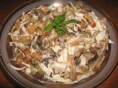 """Салат """"Улетный"""" с грибами Ингредиенты: Свежие грибы 500 гр. Огурцы свежие 3-4 шт. Картофель 500 гр. Яичные белки 4 шт. Сметана 1.5 стакан Горчица 1 ч. л. Яичные желтки 4 шт. Зеленый лук - пучок по вкусу Сахар 1 ст. л. Растительное масло 100-150 гр. Соль, уксус (или лимонный сок) по вкусу"""