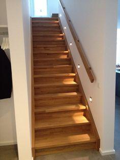 treppenbeleuchtung alles rund ums haus pinterest treppenbeleuchtung treppe und flure. Black Bedroom Furniture Sets. Home Design Ideas