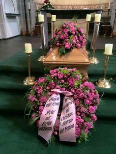 Trauerschmuck Funeral Flower Arrangements, Funeral Flowers, Flower Drawing Images, Flowers London, Casket Sprays, Memorial Flowers, Funeral Planning, Funeral Memorial, Sympathy Flowers