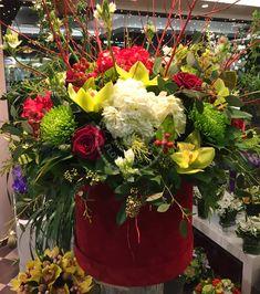 #FlowersInABox #ανθοσύνθεση #ανθοπωλείο #lesfleuristes #διακόσμηση #καπελιέρα #λουλούδια Flower Boxes, Flowers, Table Decorations, Plants, Home Decor, Window Boxes, Decoration Home, Room Decor, Florals