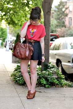 splendid outfit, love the shoes, high-waist shorts, elegant red shirt and amazing necklace!