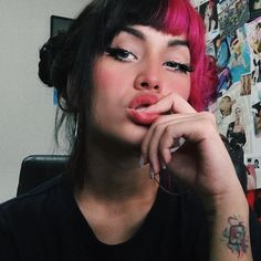 "30.5 mil curtidas, 1,137 comentários - Karyna Rangel 💍 (@findkaryna) no Instagram: ""Comenta seu emoji favorito ⚡️e duvido você acertar o meu :"" Half Dyed Hair, Split Dyed Hair, Hair Inspo, Hair Inspiration, Pink And Black Hair, Wild Hair, Dream Hair, Crazy Hair, Hair Looks"