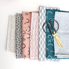 Wist je dat je heel veel dingen in huis een tweede leven kunt geven? Vandaag deel ik 10 tips om oude lappen stof op een leuke en eenvoudige manier om te toveren tot iets moois.