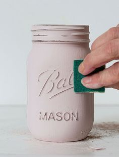 How to Paint and Distress Mason Jars for many craft ideas around your home. Decorating with Mason jars add a rustic charm to any home. Distressed Mason Jars, Painted Mason Jars, Rustic Mason Jars, Mason Jar Painting, Pink Mason Jars, Diy Painting, Mason Jar Vases, Color Mason Jars, Diys With Mason Jars